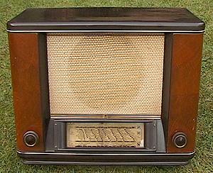 Marcels TV museum - oude radio's vintage radio   300 x 244 jpeg 73kB